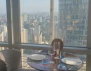 站在200米的高空鸟瞰黄浦江,喝着下午茶是什么感觉?